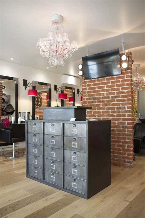 comptoir coiffure comptoirs agencement de magasin au style industriel