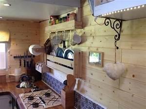 Living In A Box : couple live simply in a converted box truck ~ Eleganceandgraceweddings.com Haus und Dekorationen