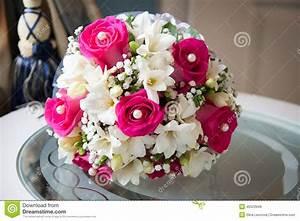 Bouquet Fleurs Blanches : bouquet de mariage avec les fleurs blanches et roses image ~ Premium-room.com Idées de Décoration