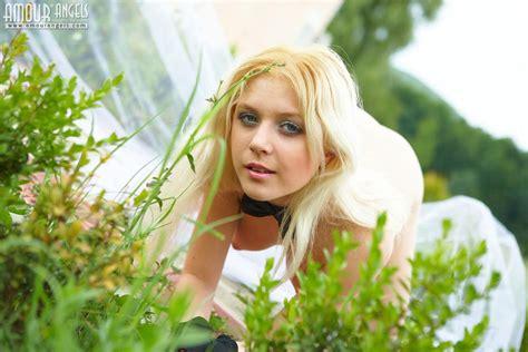 Stunning Blonde Displays All NakedTeen Photos