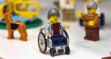 spielwarenmesse  lego stellt erstes set mit kind im