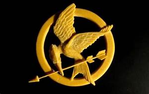 Tutorial: Mockingjay Pin made with polymer clay (from ...