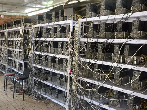 Bitcoin may be the next big thing in finance, but it can be difficult for most people to understand how it works. What is Bitcoin Mining and How Does it Work? - CoinMKT