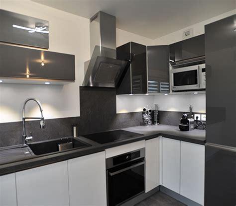cuisine blanche grise décoration d 39 un appartement à sainte geneviève des bois 91