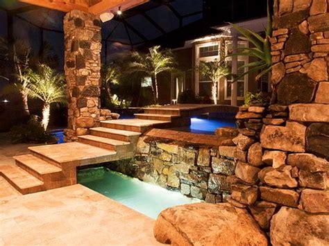 Untuk menambah kesan estetis dan alami, kamu bisa menambahkan batu. √ 16 desain tiang teras batu alam klasik, mewah dan modern