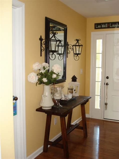 Decorating Ideas For Entry Tables by Best 25 Small Entryway Tables Ideas On Small