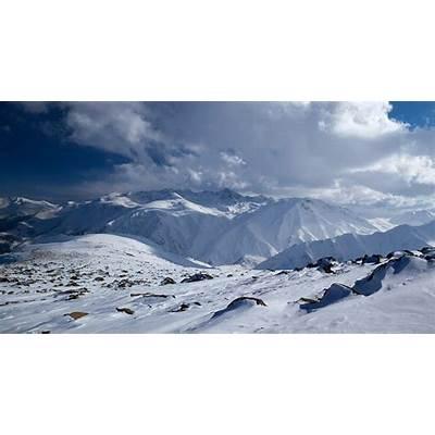 Snowboarding Gulmarg Ski Resort Jammu Kashmir India