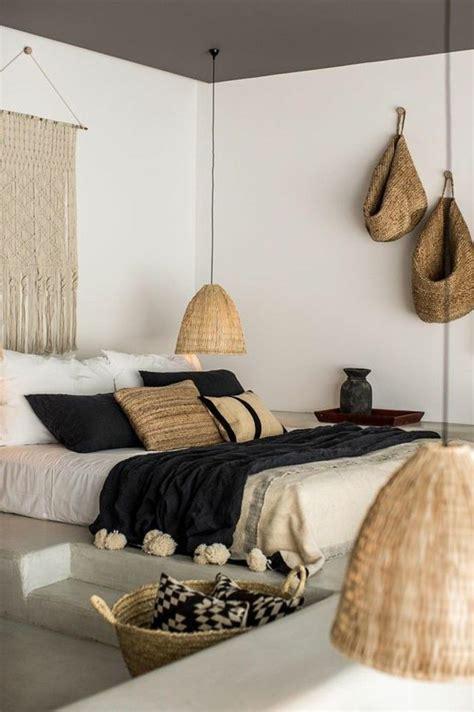deco chambre à coucher chambre a coucher moderne murs blancs deco exotique dans