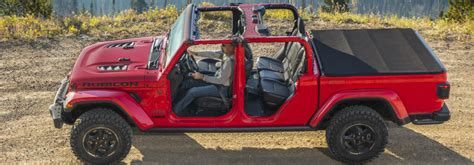 jeep gladiator   removable roof