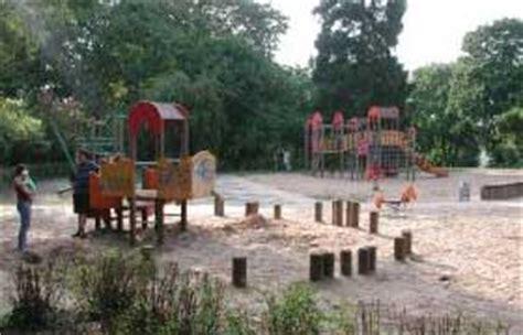 Englischer Garten Biergarten Spielplatz by Spielplatz Im Garten Top Kleine Mbel Funkelnd Wohndesign