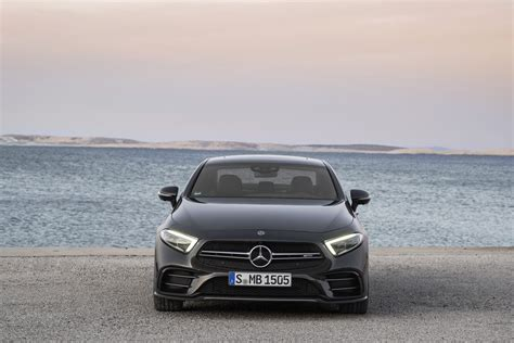 Mercedes E Class Facelift 2019 by The 2019 Mercedes E Class Gets The Electric Boost It Needs