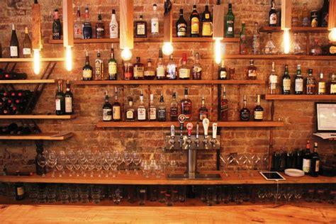 si鑒e de bar rafturi vitrine si etajere pt bar confectionate din lemn masiv