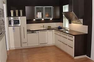 Brigitte musterkuche moderne kuche front hochglanz vanille for Küche vanille