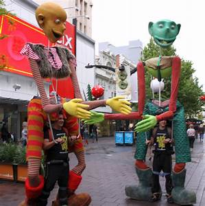 Design Taxi Singapore Giant Puppets Spectacular And Interactive Roving In