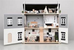 Mom/interior designer creates a dollhouse masterpiece for