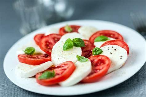 comment cuisiner la mozzarella recette de tomates mozzarella la recette facile