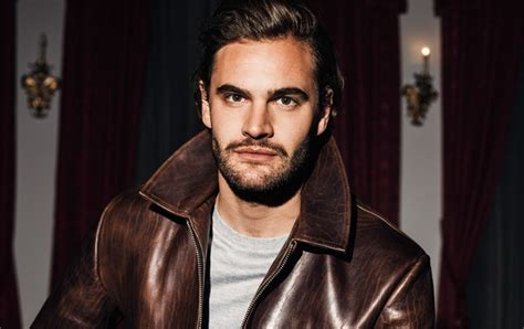 tom bateman youtube so chic tom bateman for bello mag exclusive outtakes