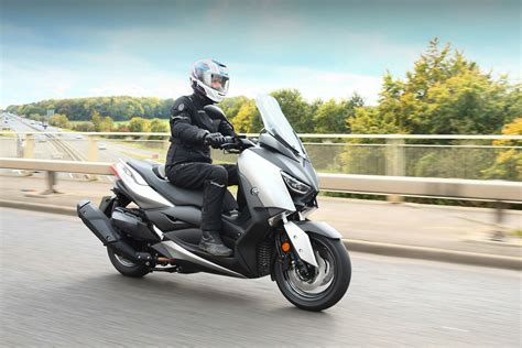 Xmax Image yamaha xmax 400 review visordown