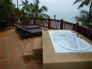 Quotwhirlpool auf dem balkonquot villa jfk koh samui ban bang for Whirlpool garten mit doppelliege balkon