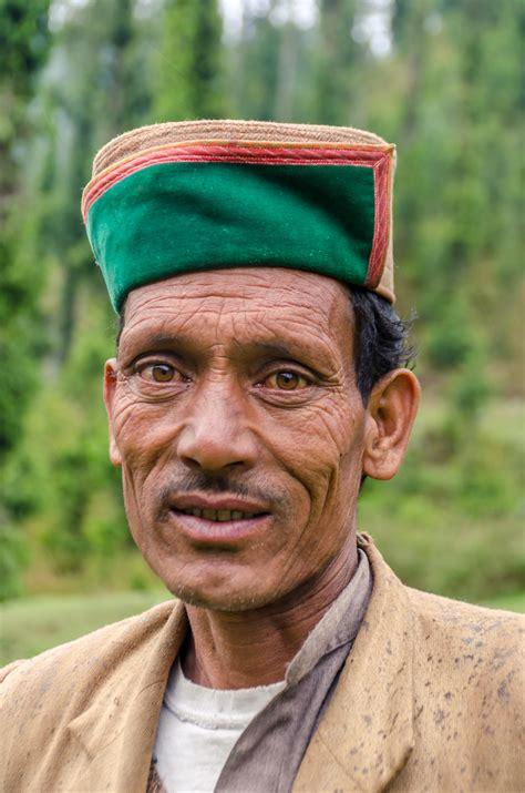 Gada Gushaini - The Bum who Travels