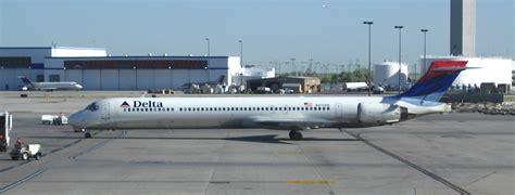 File:Delta MD-90 N910DN.jpg - Wikimedia Commons