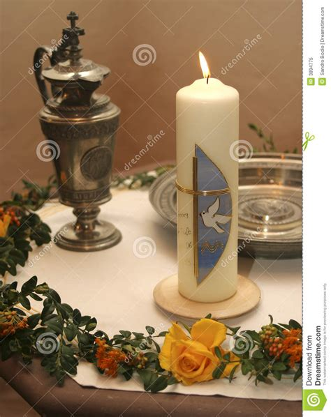 candela battesimale candela di battesimo immagine stock immagine di colomba