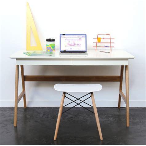 bureau design blanc laqué bureau laqué chêne blanc 120x70cm skoll look scandinave