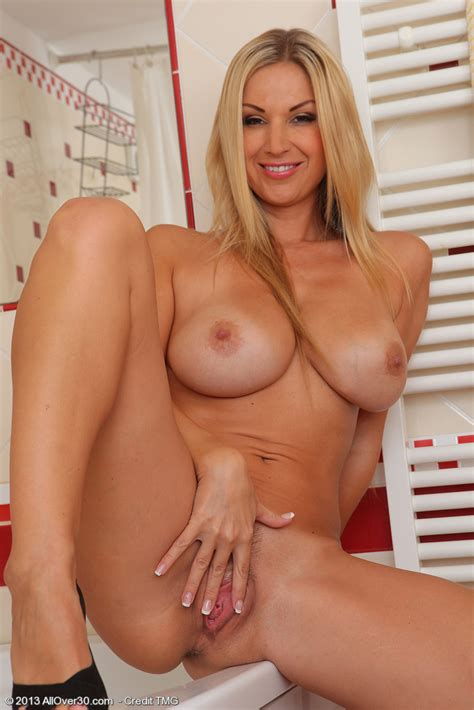 Lovely Blonde Milf Carol Polish Her Pearl Milf Fox
