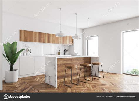 cocina  paredes blancas piso concreto una barra madera