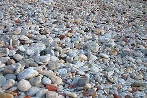 Runde Flache Steine Kaufen : helle runde flache steine am strand stockfoto colourbox ~ Michelbontemps.com Haus und Dekorationen