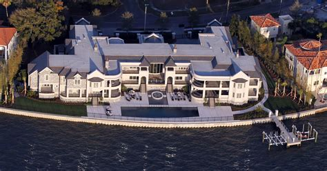 tom brady renting derek jeters absolutely massive mansion