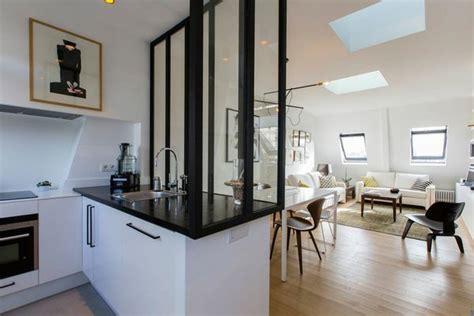 cuisine verriere atelier la verrière en bois peint en noir délimite l espace et
