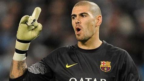 Victor Valdes: Man Utd to sign former Barcelona goalkeeper ...