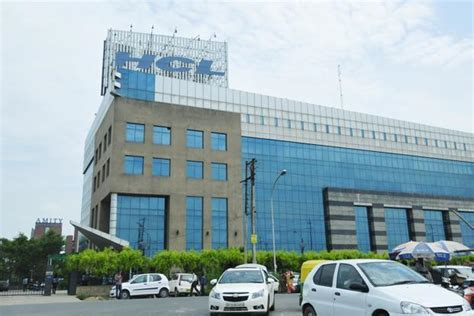 hcl technologies lures funds  record margins livemint