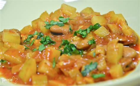 cuisiner des petit pois chakchouka djerbienne aux fèves et aux courgettes