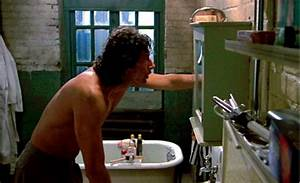 5 scary movie scenes in the bathroom for Horror movie bathroom scene