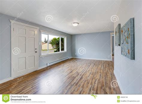 house plans with in suite intérieur vide de maison avec les murs bleu clair photo