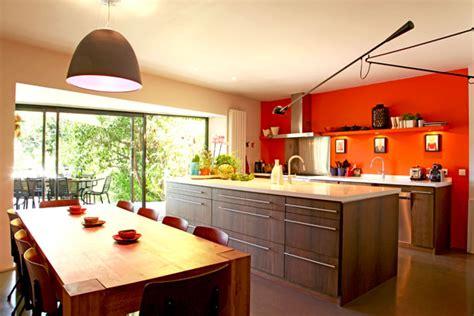 conseil deco cuisine davaus cuisine moderne noir et orange avec des