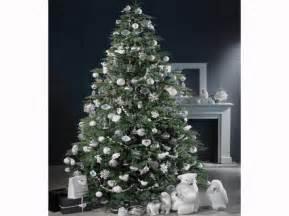 deco sapin blanc argent 25 beaux sapins pour tous les styles d 233 coration