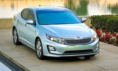 2014 Kia Optima Features by 2014 Kia Optima Hybrid Updated With New Grille And Leds