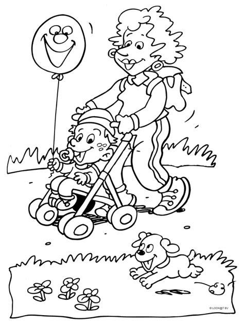 Kleurplaat Opa En Oma Met Baby by Familie