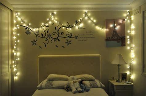guirlande lumineuse deco chambre intéressante décoration de noël pour une chambre sympa