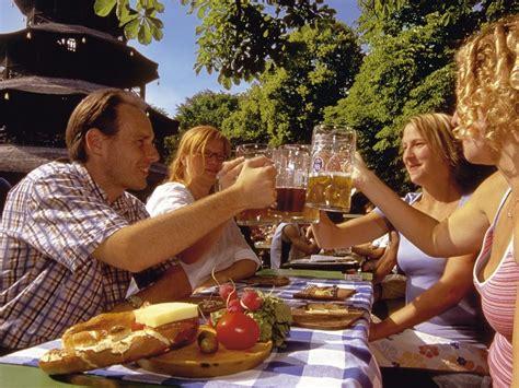 Englischer Garten Zum Viktualienmarkt by M 250 Nich Mucho M 225 S Que Cerveza Y Salchichas Viajabonito