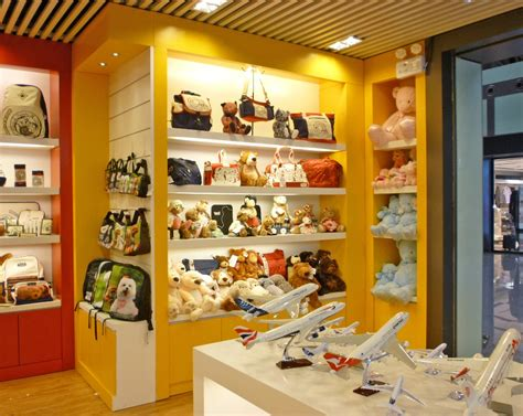 gift  give chain store  airports  china