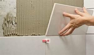 Pose Carrelage Mural Sur Carrelage Existant : pose carrelage mural tape par tape tutoriel comment maison ~ Melissatoandfro.com Idées de Décoration