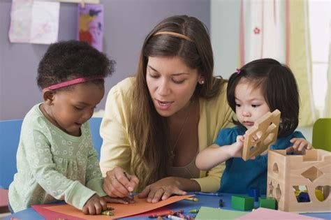 the average wage or salary of a child care worker woman