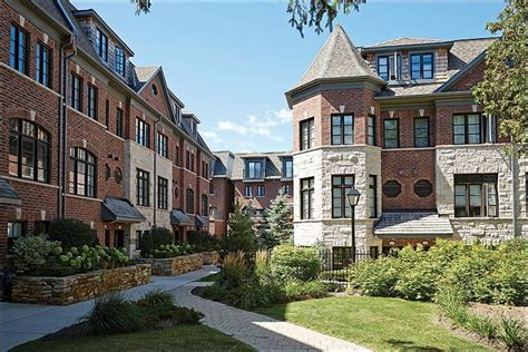 townhouses coming  streetsville  mississauga