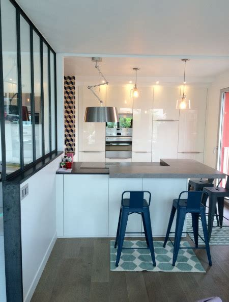 cuisine ouverte sur salon avec bar 3 cuisines avec verrière pour laisser entrer le soleil