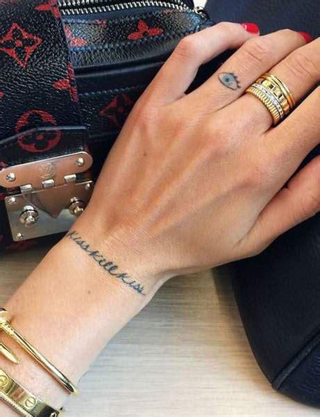 tatouage bracelet femme fin bijoux  la mode