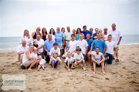 outer banks photographers capture large group family beach